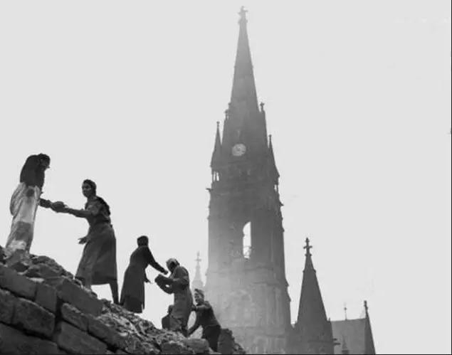 二战后的德国一片废墟,但重建之后还是发达国家.-赵燕菁 改革 和