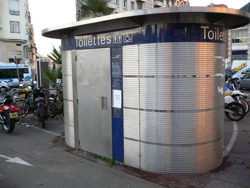 法国的自动公厕