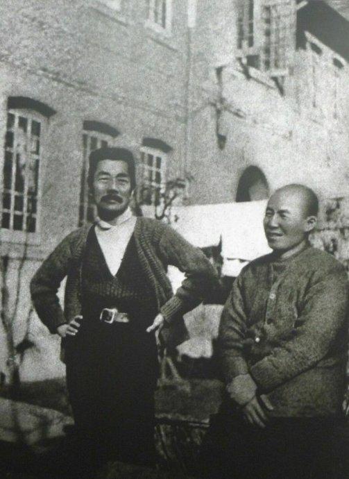 鲁迅与内山完造 腾讯文化:《末代王朝与近代中国》完成于2004年,次年在日本出版。在你的学术生涯中,它居于什么位置? 菊池秀明:我从1980年代开始研究中国历史。我在中国留过两年半学,回国后的十年里,我每年都会去中国。这本书正是基于这种对中国社会的长期了解和认识写成的。 当年执笔讲谈社·中国的历史系列的很多学者,都成为了中日共同历史研究委员会的日方代表,我也是代表之一。(注:中日共同历史研究项目始于2006年,由中日两国政府约请学者对两国历史进行共同学术研究。)应该说,这也归因于这本书。 中