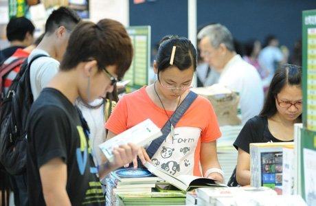 香港书展需细看:与内地相比更像民众的文化狂欢
