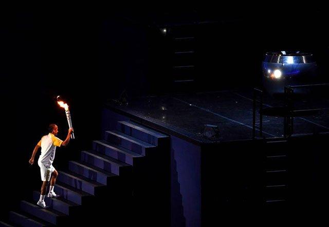 资料图:德利马点燃奥运圣火