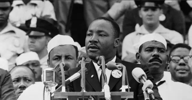 非暴力主张者马丁·路德·金如何成为了暴力的牺牲品