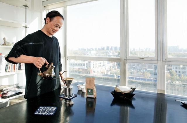 音乐作词人姚谦:理性的收藏家 欣赏中国当代艺术