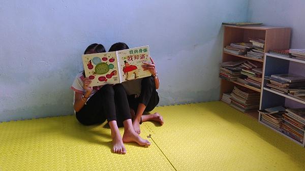 潮汕女孩打工十年返乡开图书室:要减少未成年人外出打工