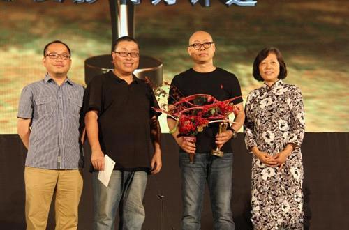 王国锋获得第八届AAC艺术中国·年度摄影艺术家大奖