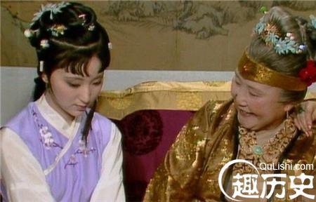 仁慈的的贾母为何对王熙凤做坏事不闻不问?