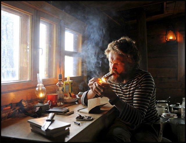 泰松在他贝加尔湖畔的小木屋中