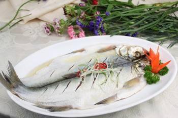 太湖三白制作菜肴的方法,多为清蒸白灼等,强调保持食材的原味.图片