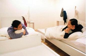 在美术馆睡个觉也算艺术?