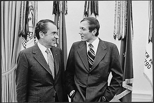 叶甫图申科与尼克逊(右)的合照