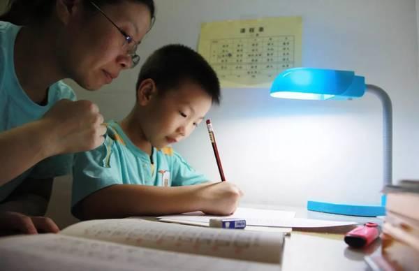 """在帮孩子选专业时,""""中国式功利""""是最大的障碍"""