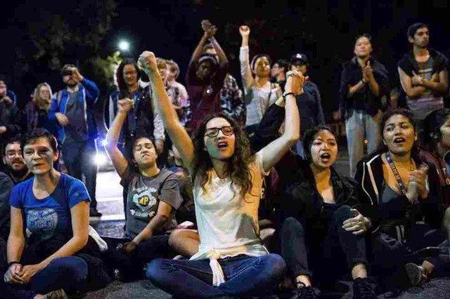 川普当选后,抗议的学生