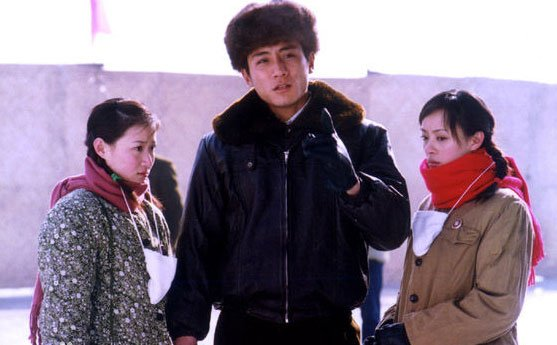 电视剧《血色浪漫》中男女主角在冰场结识