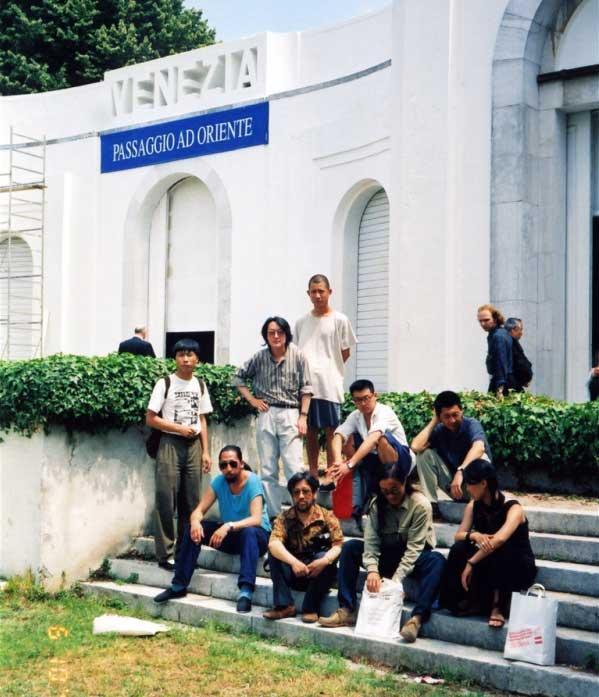 1993年第45届威尼斯双年展参展中国艺术家及策展人合影