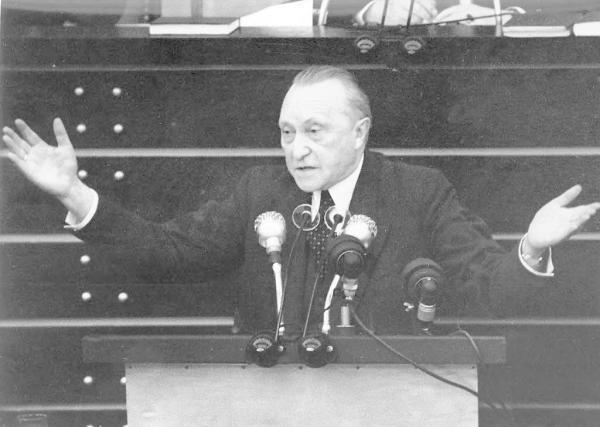 七十岁的阿登纳用十年为联邦德国赢得主权