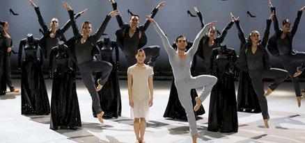 芭蕾舞剧《灰姑娘》:挖掘人性的二元性