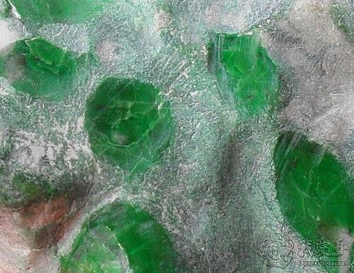 赌石:用仪器扫描原石能看出翡翠吗?