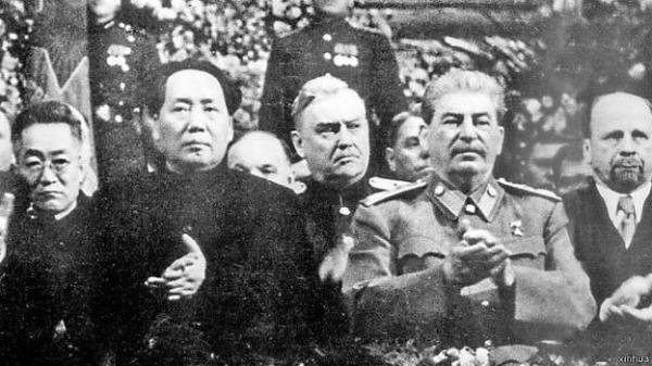 毛泽东和斯大林(图片源于网路)图片