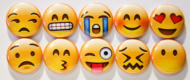 emoji所传达的喜怒哀乐,给不清楚对方表情和语调的网络聊天增加了现实
