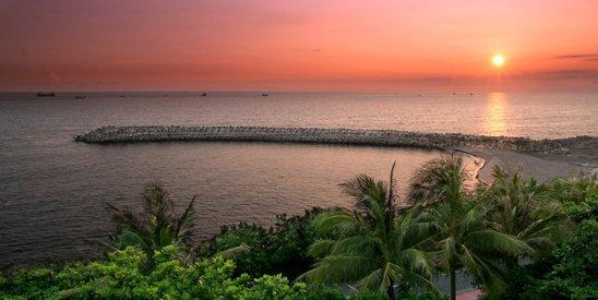 余光中晚年定居高雄西子湾畔,图为西子湾傍晚。