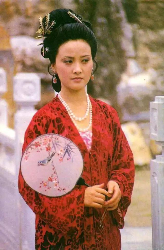 品读红楼梦:凤姐生日的暗示,到底意味着什么呢?