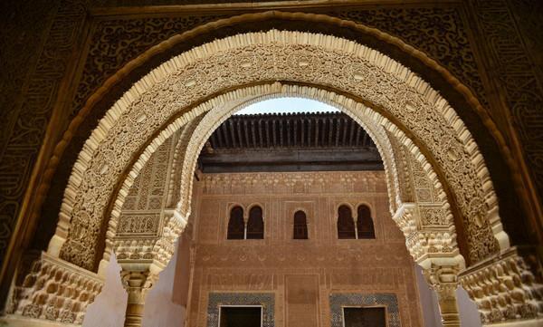 这座王宫让西班牙国王找了百余年,一首吉它曲还因其不朽