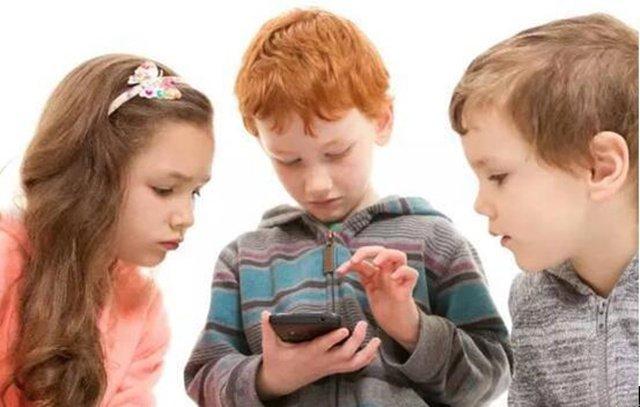 玩手机和儿童肥胖一样,都是富裕社会的通病