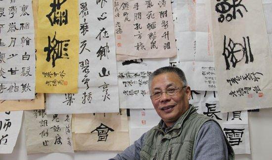 """京歌粉墨情缘歌谱-赵熊的书斋名为""""风过耳堂"""",每天刻印、写字、画画,偶尔写诗,与"""