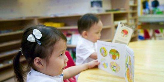 李肇星说,让孩子好好玩吧,两岁孩子别学外语。