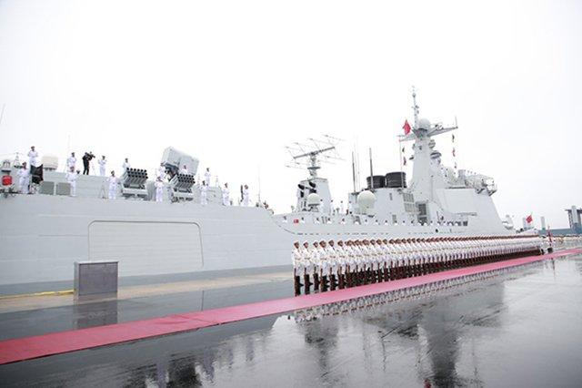 4月23日,庆祝人民海军成立70周年海上阅兵活动在青岛举行。新华社记者 李刚 摄