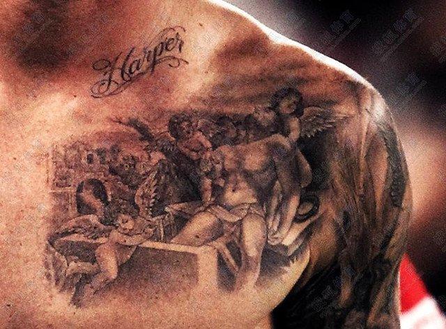 贝克汉姆纹身的局部图片