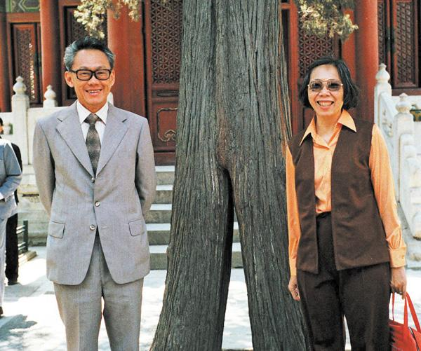 1976年李光耀与夫人在北京故宫合影。