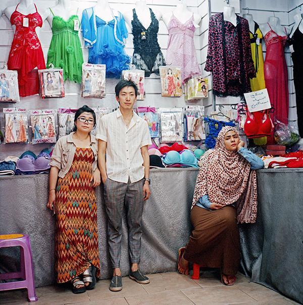 《浙江客》:从在纽约卖情趣内衣的埃及商人看有情趣内衣如何感觉穿更图片