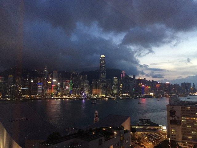 于半岛酒店俯瞰维港