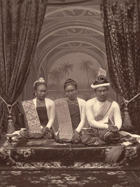 """在缅甸发现中国:末代皇帝身边""""彪悍""""的女人"""