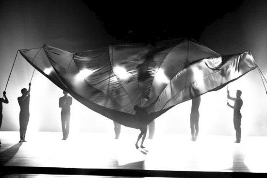 舞蹈《炫》:乐曲与芭蕾的同台重构