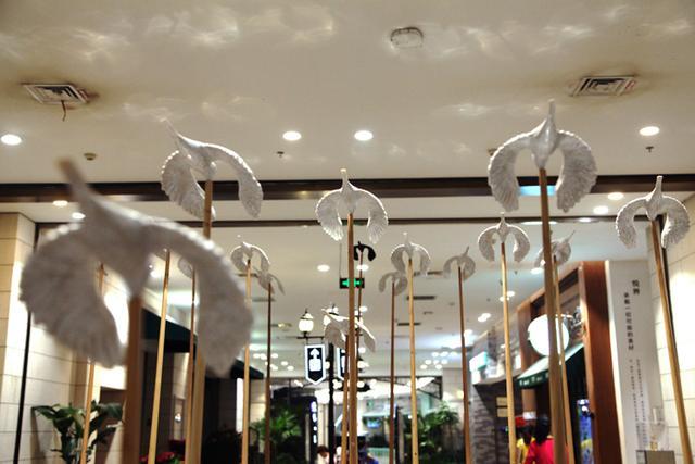 """购物中心也能成为艺术馆,""""心生""""毕业季公共艺术展来袭"""
