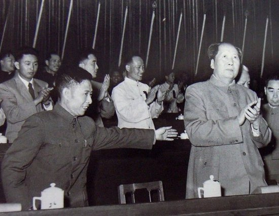 庐山会议后 毛泽东为何让胡耀邦坐两年冷板凳?