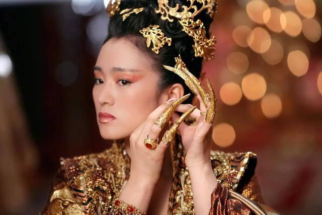 古人对女性手指的审美:清宫妃子为何要带指甲套?
