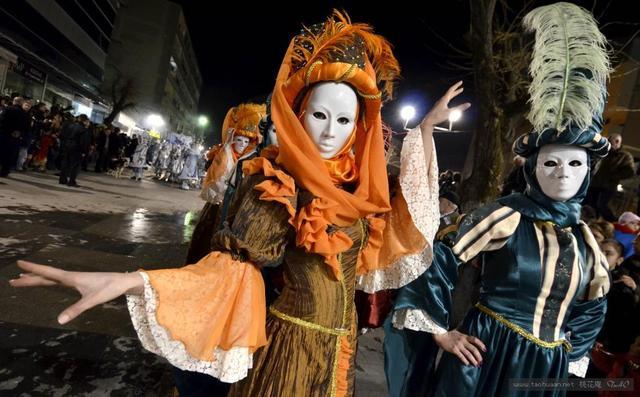 西语文体大师雷耶斯的狂欢节