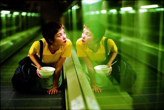 王小波被誉为中国的乔伊斯和卡夫卡,因其作品中存在的意识流和象征主义。