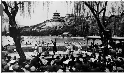 40年前国庆:游客如何参观颐和园