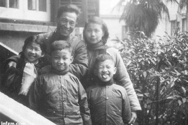 """金宇澄其人——""""老爷叔""""的上海回忆"""
