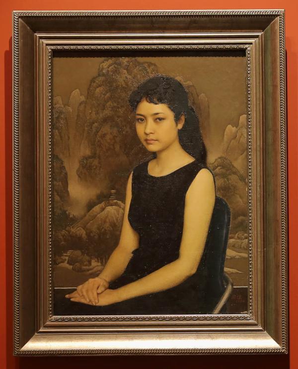 彭丽媛肖像现身中华艺术宫油画展