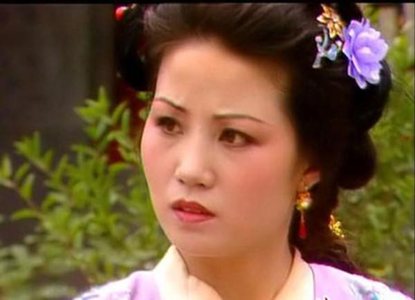 赵姨娘和王夫人的待遇差别从哪能看出来?