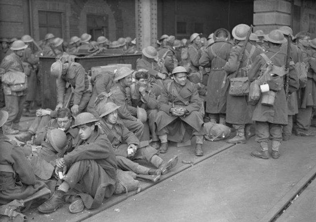 图10:归来后疲惫不堪的英军士兵