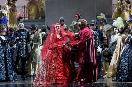 《假面舞会》:18世纪意大利上流社会的实景