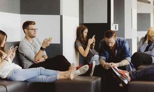 活在手机上的一代:智能手机毁了青年一代吗?