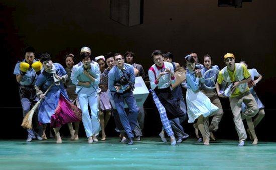 舞剧《一起跳舞吧!》勾勒生活底色