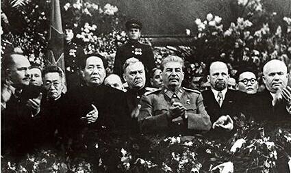 前外交官员:毛泽东参加斯大林寿宴鼓掌鼓到手疼图片